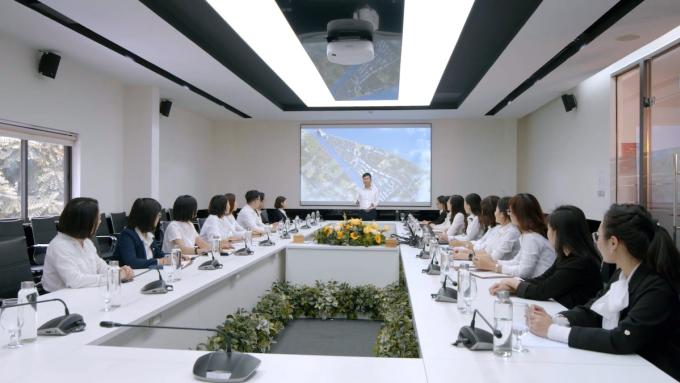 Một buổi họp tại Văn Phú - Invest.