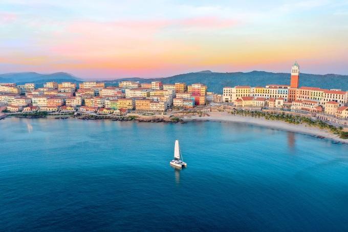 Toàn cảnh thị trấn Địa Trung Hải tại nam Phú Quốc